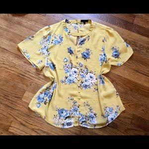 5/$20🌺Flutter Sleeve Button Front Blouse